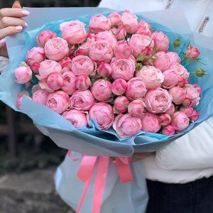 Букет 110 из пионовидной розы «Мансфилд Парк Пинк»