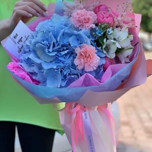 Букет 269 с гортензией в розово-голубых тонах